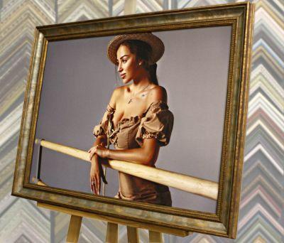 Фото на холсте в багетной раме